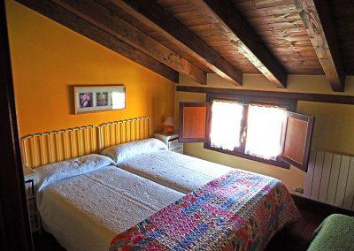 habitacion-amarilla-buhardilla-1