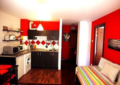 salon-y-cocina-roja